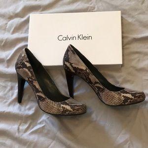 "Calvin Klein 4"" snake skin pumps"